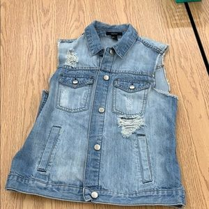 Jean jacket/vest size M. Great condition!